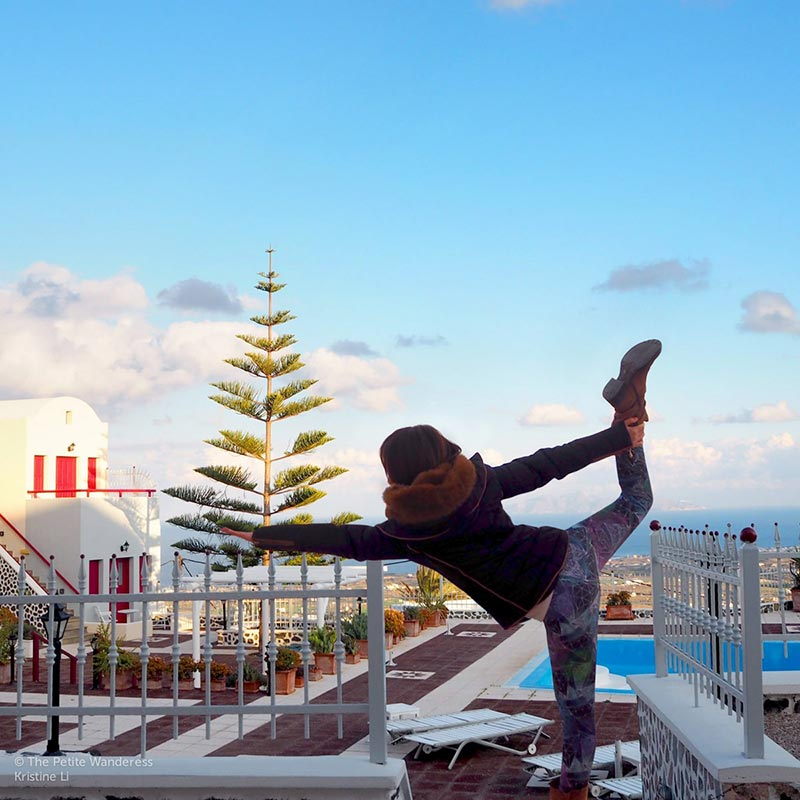 taking a yoga selfie in Santorini | What You Got Wrong About Your Weird Solo-Travelling Friend •The Petite Wanderess