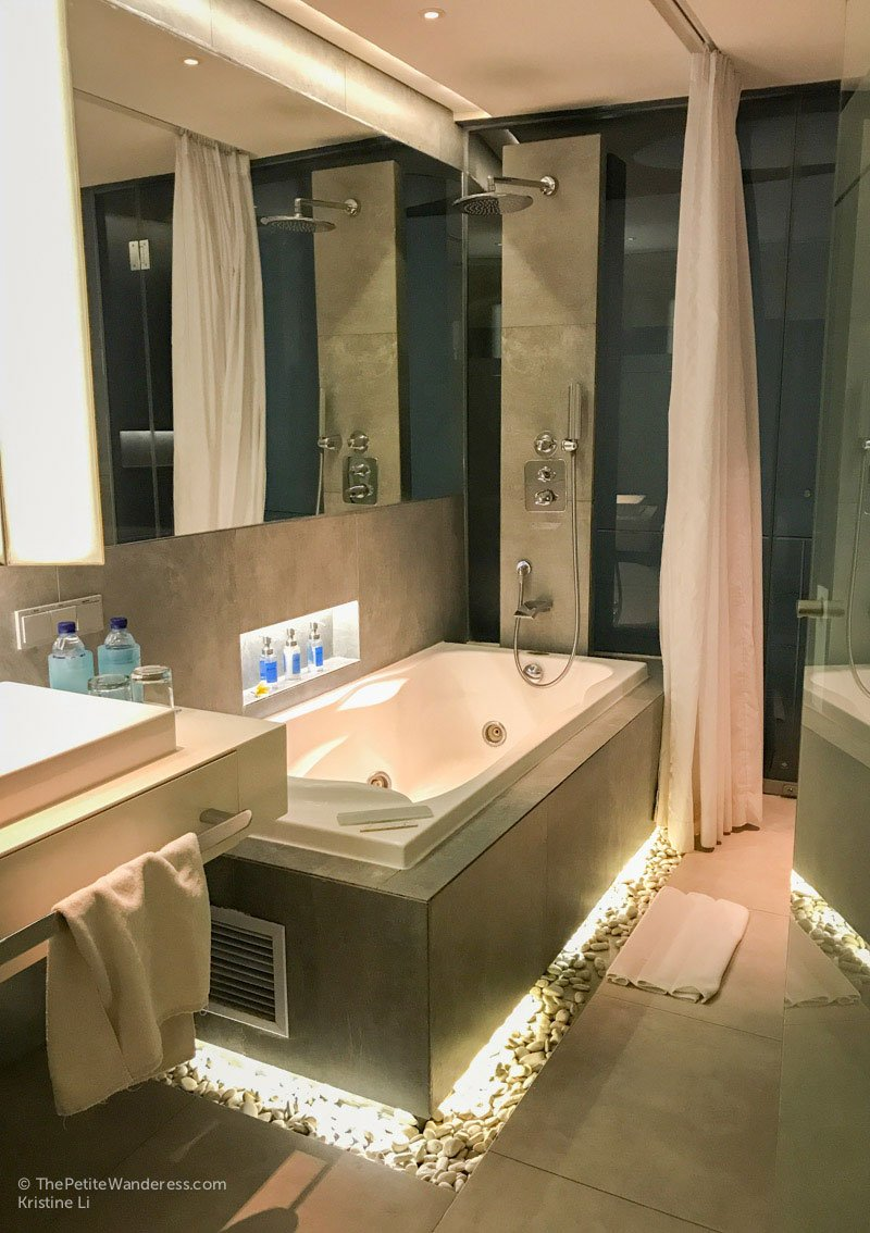jacuzzi bathtub | IZE Hotel Seminyak review